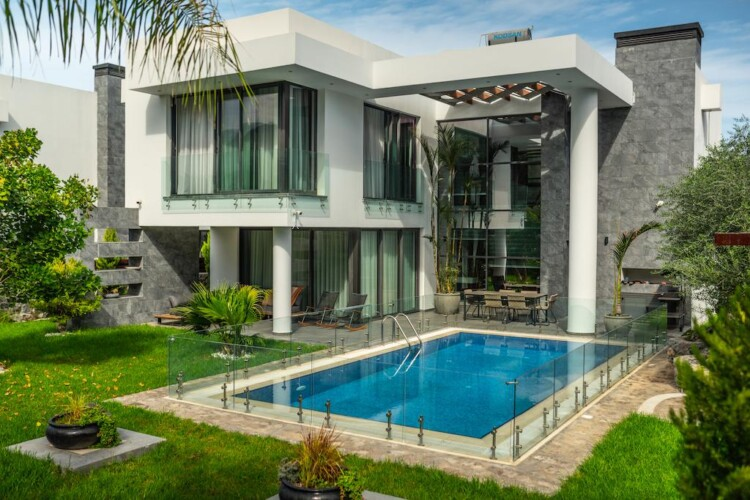 Prestigious two-story villa 4+1 with a private pool and a spacious terrace, in the Ozanköy area