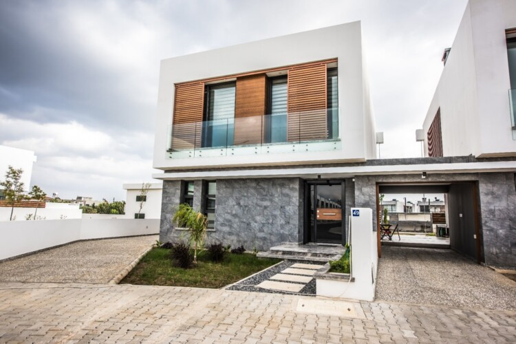 Incredible 3+1 two-story villa in the popular area of Yenikent