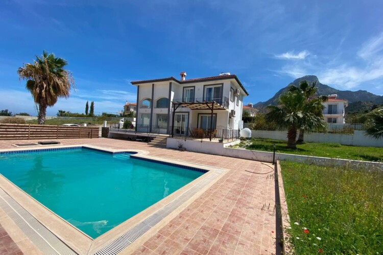 Magnificent two-story villa 3+1 with a swimming pool, on the Mediterranean coast
