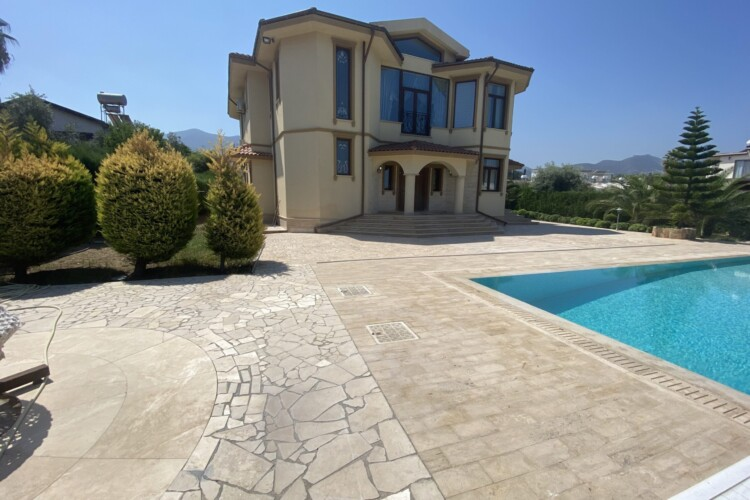 Two-story 5+1 villa with a private pool and a large green territory in the Catalkoy area
